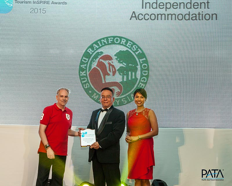Mr. Mario Hardy (left), CEO of PATA and Ms Loraine Gatlabayan (right), Regional Office for Asia and the Pacific, United Nations Environment Programme (UNEP) presenting the Best Independent Accommodation award to Baton Bijamin (middle), General Manager of Sukau Rainforest Lodge. (Photo credit: PATA)
